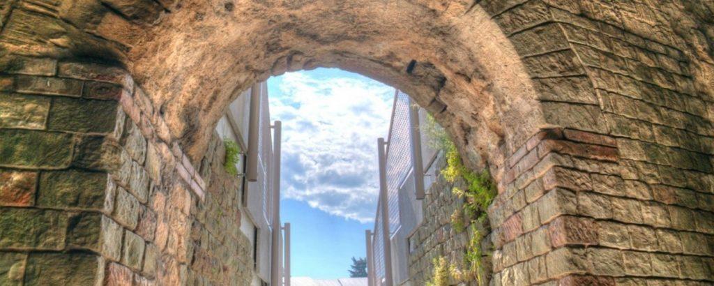 Fréjus antique porte